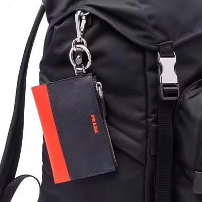 PRADA-2TT080 프라다 블랙 사피아노 레드 레터링 로고 키체인 동전/카드 지갑